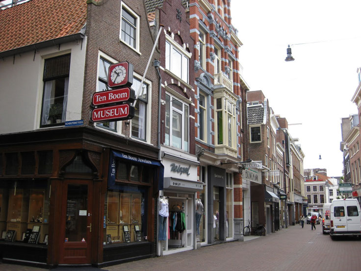 CASPER TEN BOOM'S WATCH SHOP
